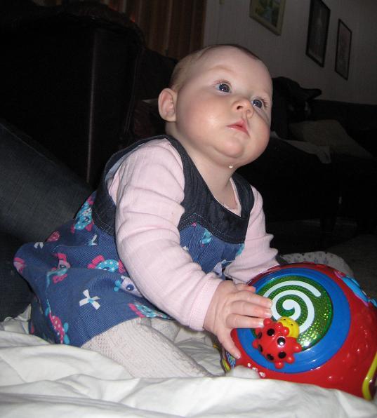 """Elise fick en """"Motorik-boll"""" i julklapp av Hemliga Marie."""