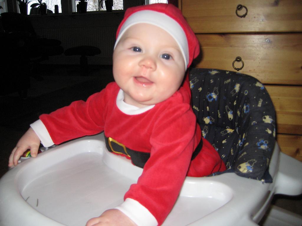 En glad tomtenisse såhär på Julaftons morgon!